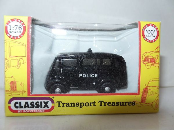 Classix EM76616 1/76 OO Scale Austin 101 J Van Estate Police Roof Sign